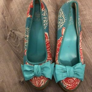Turquoise floral print wedges